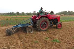 56-1-tracteur-demmanuel-800x533